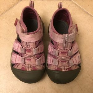 Keen - toddler Size 7